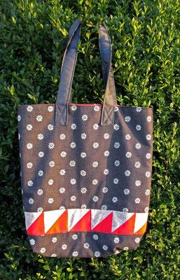 © Traudi –  Tasche aus geblümten Jeansstoff mit Patchworkstreifen - 2014