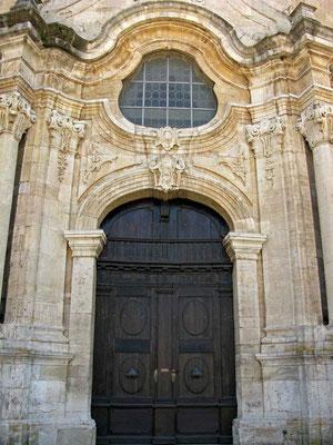 © Traudi - Prunkvoller Eingang zur Klosterkirche