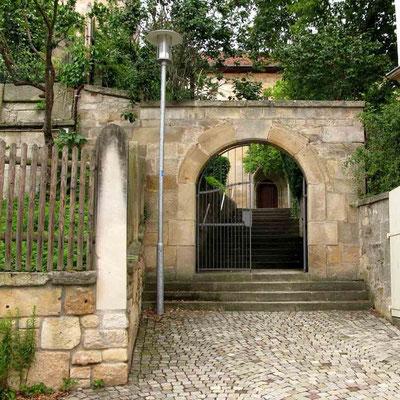 Neckartailfingen, Eingangstor zum Kirchenvorplatz – © Traudi