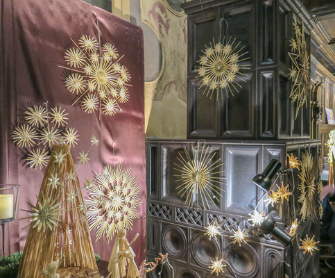 © Traudi - Strohsterne im Rittersaal