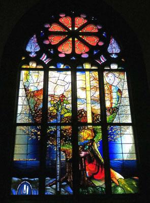 """© Traudi - """"Jedermann""""-Fenster in der nordöstlichen Seitenkapelle (2006)."""