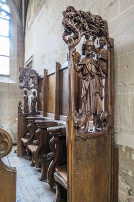 © Traudi - Chorgestühl mit Christophorus in der rechten sowie Petrus und Paulus in der linken Seitenwange (14. Jhdt.)