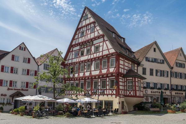 © Traudi - Gasthaus Krone aus dem 15. Jahrhundert, das sich neben dem Rathaus befindet.