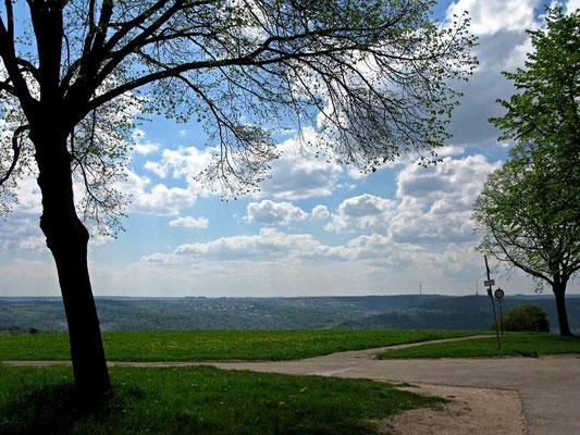 © Traudi  - Ausblick in Richtung Stuttgart, im Hintergrund der Fernsehturm (links)