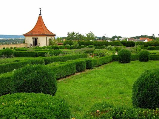 © Traudi  -  Schloss Neufra, historischer Garten