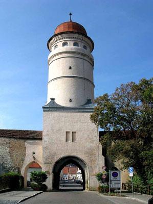 Nördlingen, Deininger Tor, wurde 1516 durch einen Neubau in die heutige Form gebracht. - © Traudi