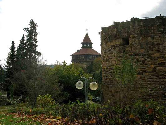 2010 © Traudi ***  Dicker Turm außerhalb der Mauern mit Pulverturm