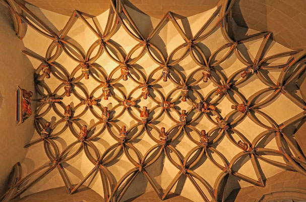 © Traudi - Das Gewölbe in der Marienkapelle ist ein Kleinod. Es bildet mit seinen Rippen ein Ornament aus miteinander verbundenen Ringen, die 27 Halbfiguren tragen. Sie zeigen den Stammbaum Jesu.