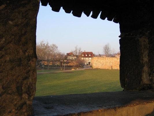 2005 © Traudi *** Durchblick vom Seilergang auf die innere Burganlage