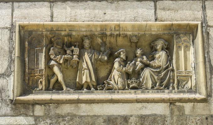 """© Traudi - Dreikönigsrelief über dem Eingang vom """"Grät""""."""