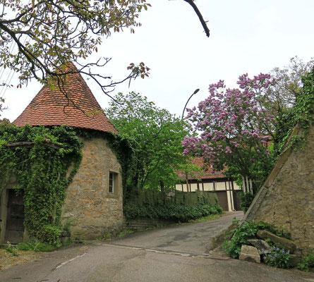 © Traudi - Innenhof mit Türmchen.  Das Schloss zählt insgesamt 6 Türme