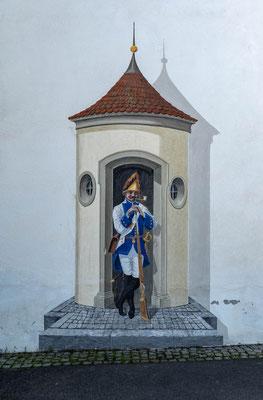 © Traudi - gemalter Wachposten neben dem ehem. Haupttor