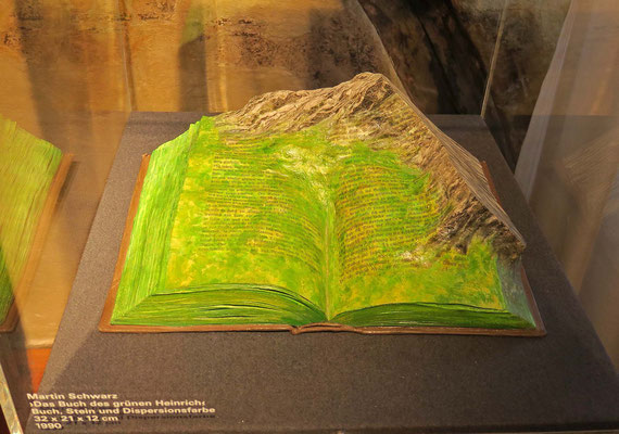 © Traudi - Buch des grünen Heinrich (Stein und Dispersionsfarbe)