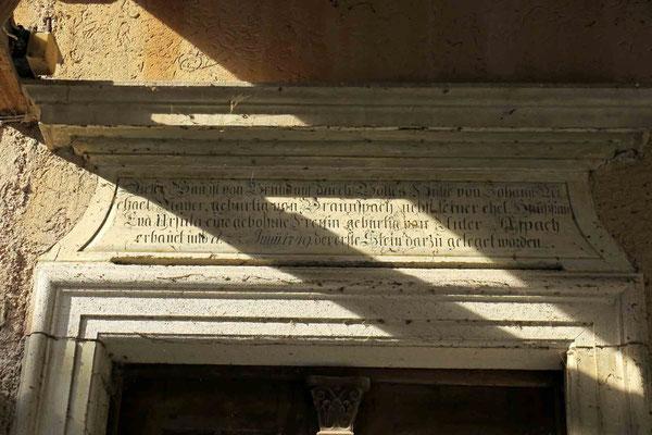 © Traudi  -  Inschrift über der Türe der Leonhards-Mühle