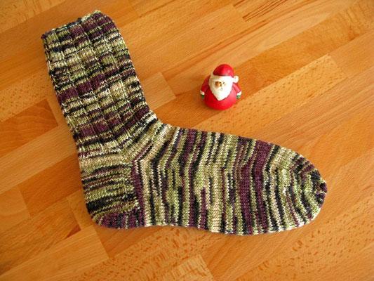 © Traudi - Dezember 2015  - Da hat der kleine Nikolaus aber zu tun, die Socken zu füllen!
