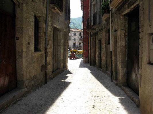 Besalu, Straße bei Port de la Forca - ©Traudi