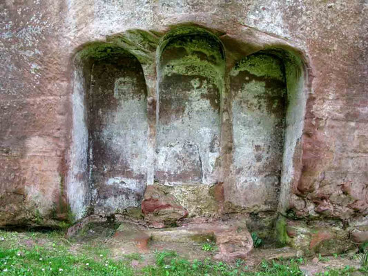 © Traudi - Überreste eines in Felsen gehauenen Beichtstuhls