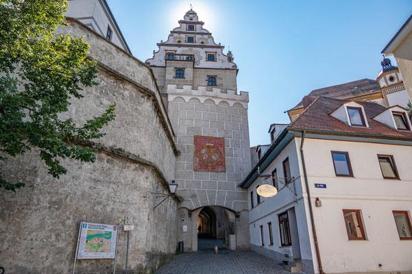 © Traudi - Residenztor, früherer einziger Zugang zur Stadt von Osten her, mit Wappen des Landesherrn Kürfurst Karl Theodor von 1752.