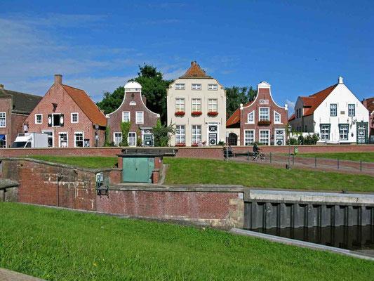 © Traudi - schöne Häuserfassaten in Greetsiel