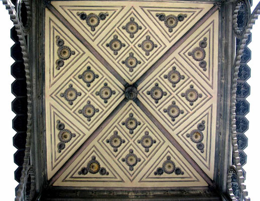© Traudi - Maurisches Deckendekor im Durchgang zum Gewächshaus