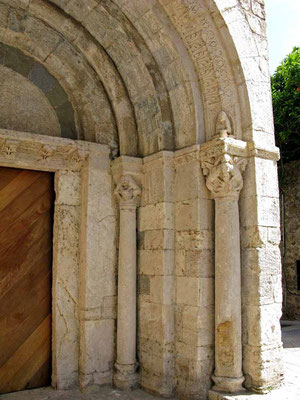 Besalu, Portal vom Hospital Santa Julía - ©Traudi