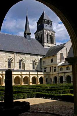 ©Traudi***Abteikirche mit Kreuzgang