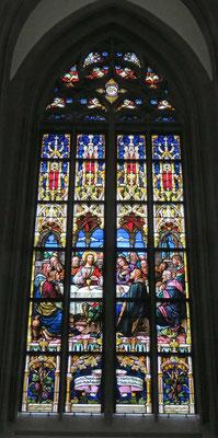 © Traudi - Die großen unteren Chorfenster sind 1889 in das bestehende Maßwerk eingepasst worden