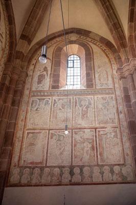© Traudi - Darstellung biblischer Szenen auf der Südwand des Chores aus der 1. Hälfte des 13. Jahrhunderts. Darunter Fries mit Heiligenbüsten.