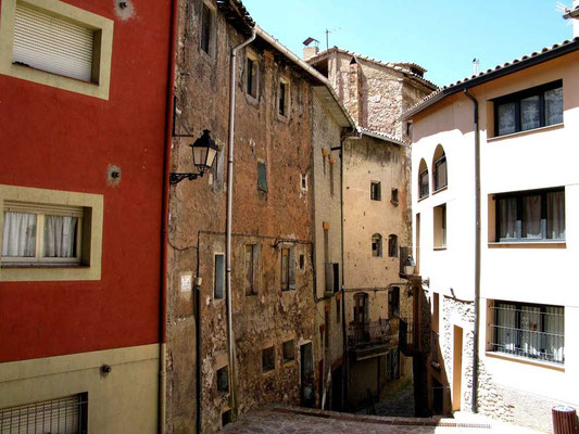 © Traudi - renovierungsbedürftige Hausfassade in La Pobla de Llillet, Katalonien