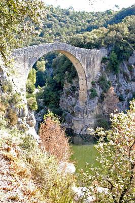 © Traudi  -  Brücke in Sadernes (Pont del Riu Llierca) am Fuße der Pyrenäen
