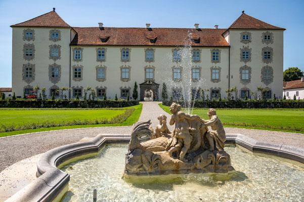 © Traudi - Schloss mit dem Delphinbrunnen
