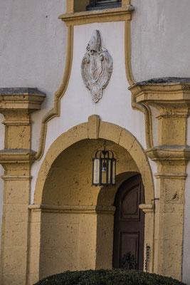 © Traudi  -  Wappen des Abtes Augustin Stegmüller über der Eingangstüre (Hofseite)