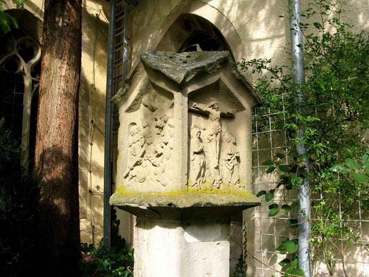 Kloster Denkendorf, im Klostergarten, gotischer Bildstock  -  © Traudi