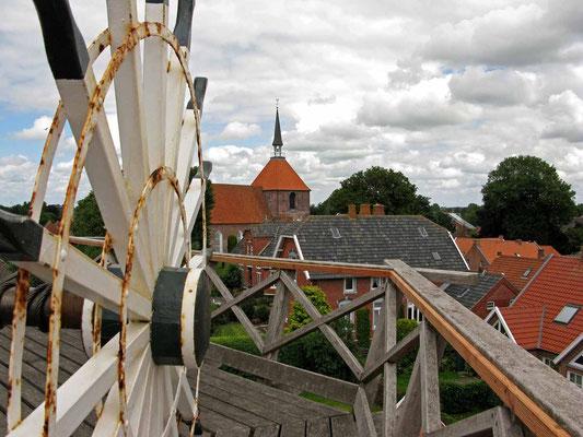 © Traudi - Schöne Aussicht zur Kirche von der Plattform