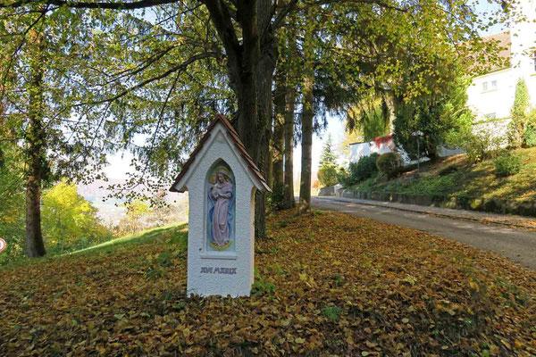 © Traudi - mir ist aufgefallen, dass hier die Maria und das Jesuskind erneuert wurde. (vgl. Foto von 2014)