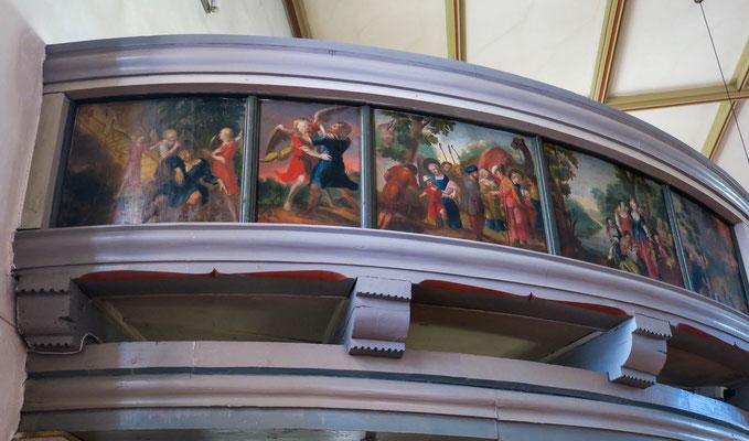 © Traudi - Die Tafelbilder der Emporenbrüstungen. Es sind insgesamt 49 Tafeln aneinandergereiht und stellen Bibelszenen dar.