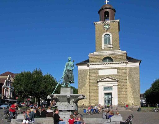 © Traudi - Marktplatz mit dem Tine-Brunnen