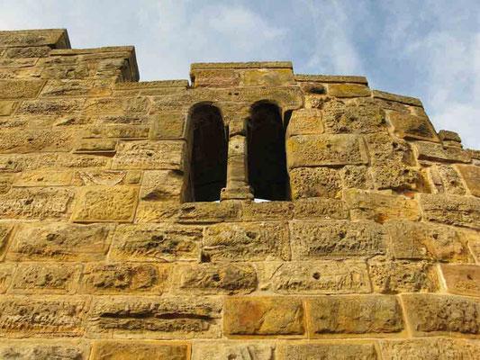 © Traudi *** Südwand, romanisches Doppelfenster