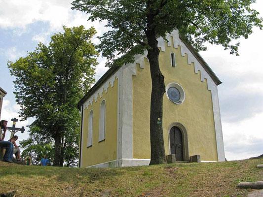 © Traudi – Parkstein, die Kapelle auf dem Basaltkegel