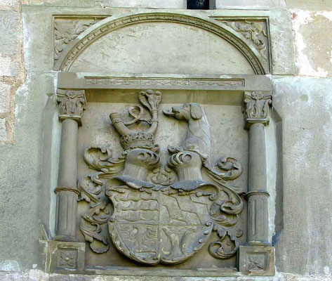 Burgschloss Schorndorf, Wappen über dem Eingangstor  -  © Traudi