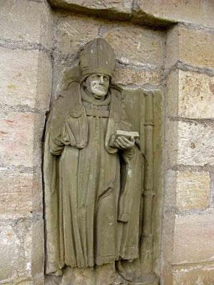 ©Traudi *** Ulrichskapelle, Bischofstatue an der Kapelle