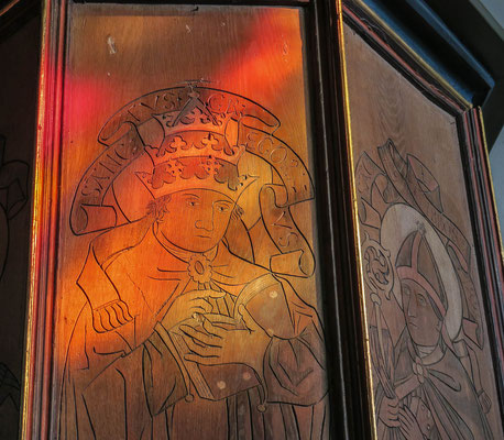 © Traudi - Täfelung an der Kanzel. Die Täfelung stellt Kirchenväter dar
