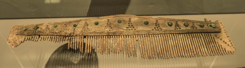 einzeiliger Beinkamm aus der Alemannenzeit aus einem Männergrab aus dem 6. Jahrhundert