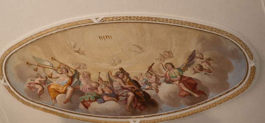 © Traudi - Musizierende Engel über der Orgelempore