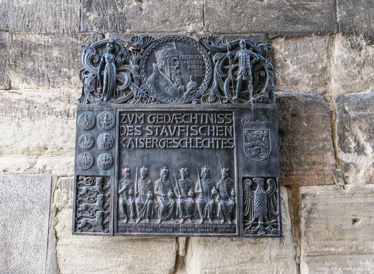 """© Traudi - Gedenktafel der Staufer an der Nordwand vom """"Grät"""", eines der ältesten Gmünder Häuser."""
