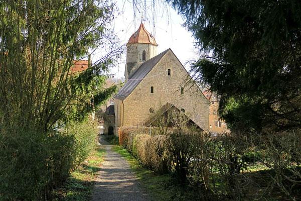 © Traudi - Weg hinter dem Schloss zur Kirche