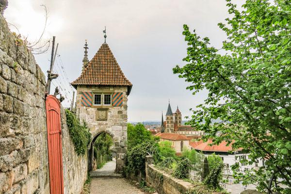 © Traudi - Neckarhaldetor mit Stadtkirche St. Dionys