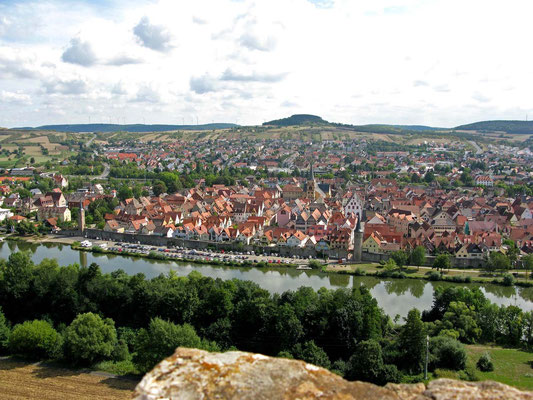 © Traudi  -  Karlstadt. Aussicht von der Karlsburg auf die Altstadt mit Stadtmauer und Maintor