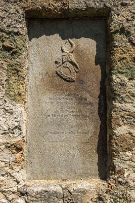 © Traudi - Gedenkplatte zum Andenken an den Edelherrn von Hürnstein