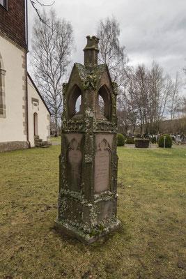 © Traudi - ein Familiendenkmal auf dem Friedhof